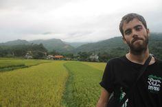 Arrozales de Ha Giang y un chico que pasaba por delante