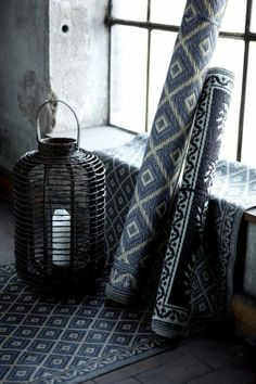 Home style vía April and May: black & white carpet