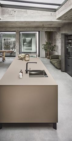 Black Kitchens, Luxury Kitchens, Home Kitchens, Beige Kitchen, Modern Kitchen Island, Kitchen Interior, Kitchen Decor, Vintage Loft, Kitchen Cabinets And Countertops