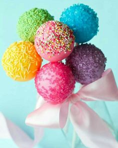 Easy Cake Pop Recipe on Kara's Party Ideas - I just discovered cake pops! Cookies Et Biscuits, Cake Cookies, Cupcake Cakes, Just Desserts, Delicious Desserts, Yummy Treats, Sweet Treats, Cupcakes Decorados, Festa Party