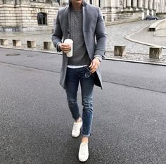 Tag someone you think would look good in this outfit 😎👇🏽 Daily Fashion, Mens Fashion, Streetwear, White Fashion Sneakers, Daytime Outfit, Casual Outfits, Men Casual, Men With Street Style, Winter Fits