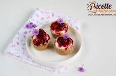 Mini cheesecake con mousse di yogurt greco e frutti di bosco