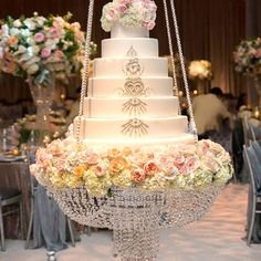 New products hanging cake stands wedding acrylic crystal chandelier cake stand for big cake Wedding Cake Fresh Flowers, Elegant Wedding Cakes, Wedding Cake Designs, Suspended Wedding Cake, Chandelier Cake Stand, Hanging Chandelier, Bubble Chandelier, Cake Stand Decor, Jewish Wedding Ceremony