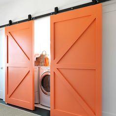 Porta de correr com sistema aparente com pintura especial (Sayerlack) - Ecoville Portas Especiais