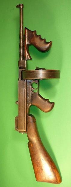 caliber Thompson Sub-Machine Gun (The Tommy Gun) Tactical Rifles, Firearms, Revolver, Ww2 Weapons, Submachine Gun, Cool Guns, Military Weapons, Halloween Disfraces, Guns And Ammo