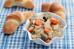 Slow Cooker Chicken Stew, perfect for those days when you need dinner waiting at home for you! Very easy and very delicious. Slow Cooker Chicken Stew, Crock Pot Slow Cooker, Slow Cooker Recipes, Crockpot Recipes, Cooking Recipes, Freezer Cooking, Healthy Recipes, Crockpot Dishes, Rotisserie Chicken