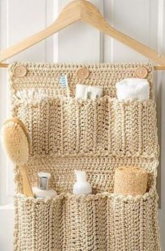 Crochet Bathroom Door Organizer If you love crafts, and know how to crochet (or want to tackle your first project), why not try your hand at this DIY Crochet Bathroom Door Organizer! Crochet Diy, Mode Crochet, Crochet Home Decor, Crochet Gifts, Crochet Ideas, Sewing Pattern Storage, Sewing Patterns, Crochet Patterns, Wand Organizer