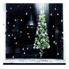 Hello Christmas! FUNK Optik Store Munich! Schellingstraße 18   80799 Munich   Germany #christmas #deko #weihnachten #funkoptikstore #funk #funkglasses #glasses #brillen #funkbrillen #munich #weihnachtskugeln #grün #schaufenster #dekoration