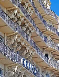 The Grand Brighton hotel was designed in the Victorian style by architect John Whichcord and completed in Brighton Hotels, Brighton England, Seaside Towns, Throughout The World, London Travel, Victorian Fashion, Architecture Design, Stairs, Beach