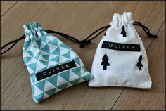 Meermaals kreeg ik de vraag naar de werkwijze voor het maken van de zakjes die ik naaide voor Oliver's suikerboontjes.   Bij deze dus!   .....