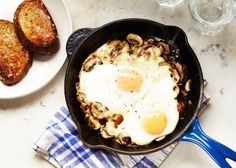 Baked eggs and mushrooms