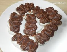 Parížske orechové rožky - recept | Varecha.sk Czech Recipes, Gingerbread Cookies, Ale, Almond, Sweets, Desserts, Food, Kitchen, Gingerbread Cupcakes
