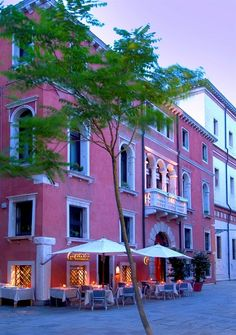 Venice Hotels: Ca' Pisani Hotel #Venice Italy is minutes from Academy Gallery and Squero di San Trovaso. This 4-star hotel is close to St. Mark's Basilica and Rialto Bridge. http://www.lowestroomrates.com/avail/hotels/Italy/Venice/Ca--Pisani-Hotel.html?m=p #lowestroomratesVenice