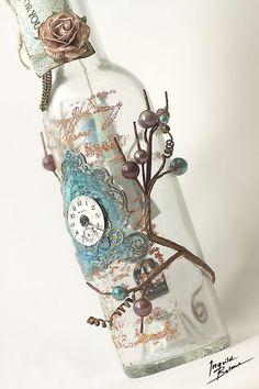Ingvild Bolme: Altered bottle of wine with a treasure inside. Glass Bottle Crafts, Diy Bottle, Bottle Vase, Bottles And Jars, Glass Bottles, Bottle Lamps, Beer Bottle, Garrafa Diy, Jar Art