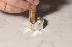 Great way to use cookie cutter for batiking