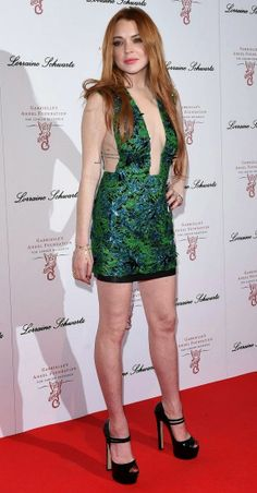 Lindsay Lohan And Her Sideboob Wore A Lovely Shade Of Green Last Night Lindsay Lohan Hair, Lindsay Lohan Style, Mean Girls, Beautiful Celebrities, Beautiful Actresses, Beautiful Women, Galas Photo, Blake Lovely, New York