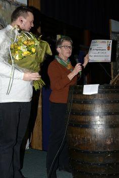 Op zondag 16 februari 2014 organiseerde Stichting De Vergulde Lampekap in VTA Blixems haar jaarlijkse Tonproatersavond. De opbrengst van de avond kwam ten goede aan de Regenboogboom! Wij kregen een fantastische cheque van E 1.111,11. Ontzettend bedankt!