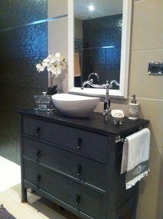Commode transformée en meuble de salle de bain