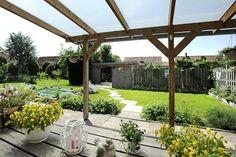 In het idyllische dorp Lutjewinkel aan de Weereweg 45 vindt u deze riante woning uit 1971 met fantastische beschutte tuin op een kavel van ruim 1600 m². Ook is er de mogelijkheid tot gelijkvloers wonen. In en om het huis is enorm veel ruimte en licht wat het wonen hier erg aangenaam maakt. De woning heeft de achtertuin op het zonnige zuidwesten. Daarbij is Lutjewinkel met haar ca. 750 inwoners een rustig dorpje.