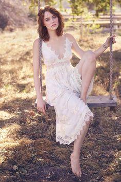 World Artist: Hollywood Top Artist Emma Stone Beautiful Celebrities, Beautiful Actresses, Beautiful People, Emma Stone Boyfriend, Emma Stone Style, Emma Stone Casual, Actress Emma Stone, Redheads, Flower Girl Dresses
