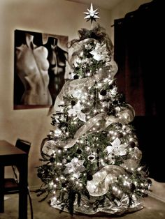 Check Out 25 White And Silver Christmas Tree Decorations Ideas. Silver and white colors are the best ones to remind of icy winter days. They are amazing for décor – white snowflakes, silver garlands and, of course, white Christmas tree decorations! Grey Christmas Tree, Beautiful Christmas Trees, Christmas Tree Themes, Noel Christmas, Xmas Decorations, Xmas Trees, Christmas Tree With Silver Decorations, Christmas Tree Mesh Ribbon, Christmas Tree Colored Lights