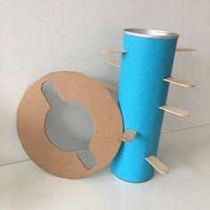 Egyszerű játék egy Pringles chips dobozából, fa pálcikákból és kartonból😊  #gyereketető #gyerek #ötlet #játék #fejlesztés #fejlesztőjáték #anyavagyok #gyerekkelvagyok #skillo.hu Fa, Toothbrush Holder, Chips, Potato Chip, Potato Chips