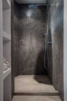 Gorgeous Tadelakt Bathroom Design Ideas For Unique Bathroom Bathroom Glass Wall, Cement Bathroom, Concrete Shower, Bathroom Flooring, Concrete Cement, Cement Tiles, Shower Bathroom, Cement Stain, Bathroom Ideas