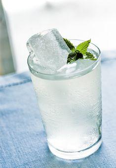 Southside Fizz  2 oz dry gin  3/4 oz fresh lemon juice  1 tsp sugar  8-10 mint leaves  chilled club soda  large ice cubes
