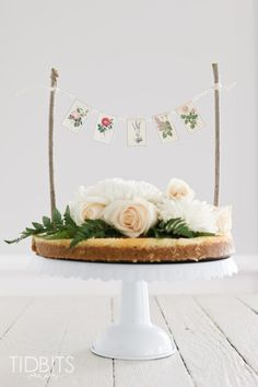 Mini Botanical Cake Banner and FREE Printables - Tidbits Cake Bunting, Cake Banner, Diy Banner, Diy Cake Topper, Cake Toppers, Babyshower, Bunting Template, Happy Birthday Floral, Holiday Cupcakes