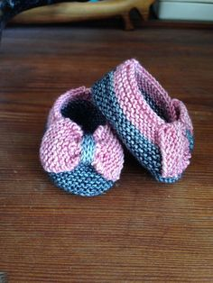 So cute! Free Pattern ♡ Teresa Restegui http://www.pinterest.com/teretegui/ ♡ I have got to learn to knit!!!!