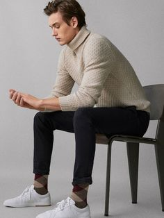 Men´s Trousers at Massimo Dutti online. Enter now and view our spring summer 2017 Trousers collection. Stylish Mens Outfits, Cool Outfits, Casual Outfits, Fashion Outfits, Summer Outfits Men, Fashion Moda, Mens Fashion, Smart Casual, Men Casual