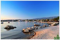 Ostrov Pag, jeden z najväčších Jadranu, neďaleko ostrova Krk:  Nádherný členitý ostrov s rozmanitými plážami a zátokami, historickými mestami a zábavou na obľúbenej pláži Zrče, nazývanej aj ako chorvátska Ibiza...
