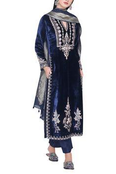 Buy Gota patti embroidered kurta set by Anita Dongre at Aza Fashions Pakistani Dresses, Indian Dresses, Indian Outfits, Shadi Dresses, Indian Clothes, Designer Punjabi Suits, Indian Designer Wear, Kurta Designs Women, Blouse Designs