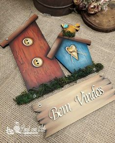Clay Art Projects, Clay Crafts, Projects To Try, Arts And Crafts, Name Plate Design, Country Sampler, Wooden Cutouts, Country Paintings, Easter Crafts