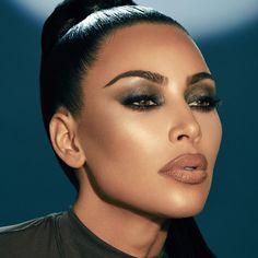 "Kim Kardashian West on Instagram: ""I'm using the @kkwbeauty Winnie palette, highlighter and gloss here ✨ KKW X WINNIE"" Michelle Phan, Makeup Trends, Beauty Trends, Beauty Hacks, Kylie Jenner, Huda Beauty, Beauty Makeup, Hair Makeup, Full Makeup"