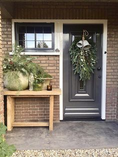 Styling at De Wemelaer part Christmas at the front door - De Wemelaer Christmas decoration front door nationwidecountry-style faucet Wild asparagus wreath 50 cm - Cozystuff. Christmas Candles, Christmas Bells, Christmas Holidays, Christmas Decorations, Xmas, Holiday Decor, Farmhouse Paint Colors, Mirror House, Christmas Interiors