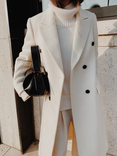 Mannon Classic Double-breasted White Coat , The Bazilika Cashmere White Turtleneck Jumper , Kindersalmon White Oversized Trousers , Yuzefi Loaf Leather Bag Winter Fashion Outfits, Look Fashion, Autumn Winter Fashion, Winter Outfits, Woman Fashion, White Fashion, Looks Chic, Looks Style, Classy Outfits