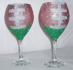 Bling football wine glasses! Cute #DIY! Perfect for tailgating! We could grab a couple cheap glasses at the dollar tree! #crafting #glitter