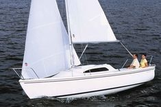 Compact, simple to rig and trailerable, small sailboats are perfect for the cruiser seeking the thrill of the sea without the commitment of a Boat Building Plans, Boat Plans, Sailboat Cruises, Simple Boat, Boat Drawing, Water Sports Activities, E Motor, Small Sailboats, Boat Insurance