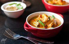 Tajskie czerwone curry / Red thai chicken curry Red Thai, Thai Red Curry, Thai Chicken Curry, Chili, Ethnic Recipes, Food, Chili Powder, Chilis, Meals