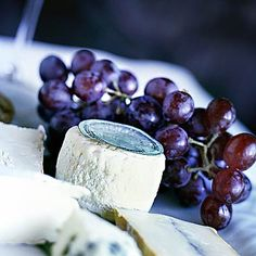 Need an afternoon #snack? Try these Red Grape and Aged Goat Cheese Skewers