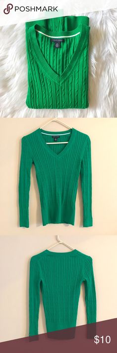 Tommy Hilfiger Sweater This long sleeve, kelly green sweater is in perfect condition! If you love Timmy Hilfiger and have a preppy style this is for you! Looks so cute with dark wash jeans and riding boots! Tommy Hilfiger Sweaters V-Necks