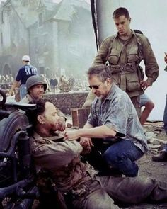 Saving Private Ryan Steven Spielberg Cinematography: Janusz Kaminski Photo by: David James all ful film save Cinema Movies, Film Movie, Movie Scene, Movie Theater, Tom Hanks Movies, Saving Private Ryan, Hollywood Actor, Hollywood Usa, War Film