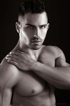 Roman-Khodorov-Portraits-Of-Male-Beauty-Thomas-Synnamon-Burbujas-De-Deseo-02