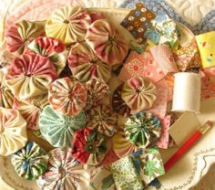 """I've tried various techniques in quilting but haven't given """"yo-yo's"""" a try yet. Maybe next year?                                         via bethleintz.typepad.com"""