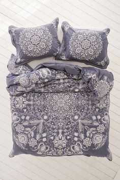 Shop Louise Femme Medallion Duvet Cover at Urban Outfitters today. We carry all the latest styles, colors and brands for you to choose from right here. Gray Bedroom, Trendy Bedroom, Bedroom Inspo, Bohemian Bedrooms, Bedroom Ideas, Master Bedroom, Design Bedroom, Bedroom Apartment, Apartment Living