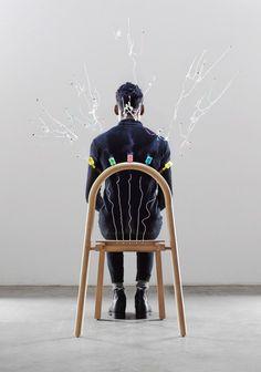 Studio créatif italien, Mathery Studio a conçu Josie, une chaise qui célèbre la personne qui s'assoit dessus. Initialement conçue comme un projet personnel, Josie est née de l'idée de rendre l'action de s'asseoir sympathique.  Poussée par la nécessité de rétablir un effet « WOW » et le sens de la fête, Josie célèbre la personne qui est assise et plus largement, elle a pour but de célébrer le design. Josie est une chaise performative façonnée à partir de bois de hêtre...