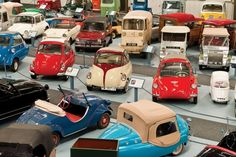 World's largest microcar museum to close, head to auction