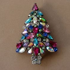 Weiss Jewelry Christmas Tree | Collecting Vintage Christmas Pins