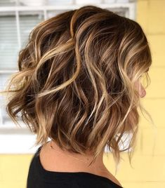 60 Most Magnetizing Hairstyles for Thick Wavy Hair - Messy Wavy Collarbone Bob - Dark Brown Hair With Blonde Highlights, Light Brown Hair, Hair Highlights, Honey Highlights, Thick Highlights, Chocolate Highlights, Blonde Honey, Color Highlights, Short Hairstyles With Highlights